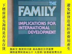 二手書博民逛書店外文書罕見STRENGTHENING THE FAMILY(共2