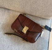 ■專櫃72折■ Celine 瑟琳 全新真品 水蛇皮中型C手袋 棕紅色