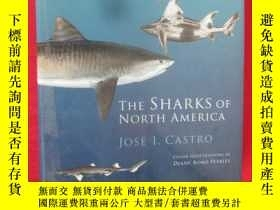 二手書博民逛書店The罕見Sharks of North America (大1