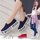 [Here Shoes]零碼 3色 熱銷厚底字母鞋 3.5CM鬆糕鞋 韓版帆布平底 兩側鬆緊帶穿脫容易 一腳蹬─KW1118