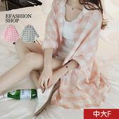 中大尺碼 大方格棉麻長版襯衫-eFashion 預【H16635103】