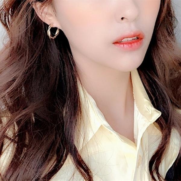 現貨 韓國女神氣質簡約纏綿幾何纏繞圓形圓圈925銀針耳環 s93332 批發價 Danica 韓系飾品