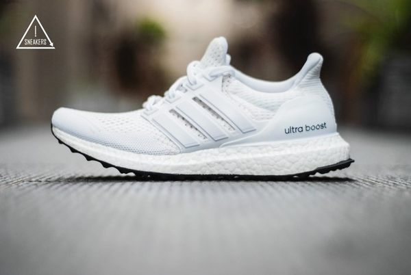 ISNEAKERS Adidas Ultra Boost Triple White S77416 全白 限定商品