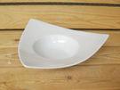 ~佐和陶瓷餐具~【XL050544-9強化白三角渦皿-日本製】/ 餐廳 湯盤 前菜盤 沙拉 /