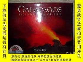 二手書博民逛書店Galapagos:罕見Islands Born of Fire