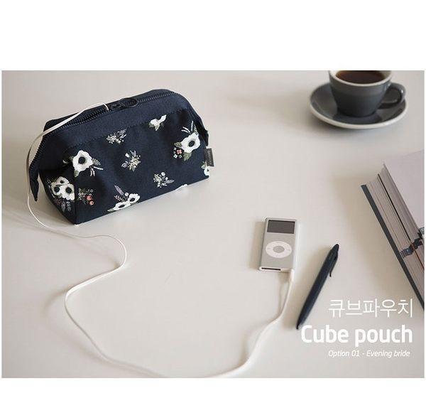 【UTmall】韓國小清新立體大容量防水旅行洗漱收納包 鋼架包 火烈鳥化妝包#513