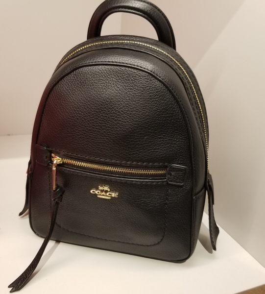 COACH 金色馬車 黑色 荔枝紋材質 多功能   迷你後背包  最新款 $3980