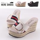 [Here Shoes] 前4後9.5cm拖鞋 皮革緞帶金屬D字飾品 圓頭厚底楔型涼拖鞋 MIT台灣製-KNGI317