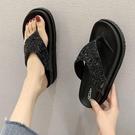 水鉆人字拖女夏時尚外穿厚底夾腳網紅夾腳拖鞋 新款沙灘坡跟涼夾腳拖鞋 降價兩天