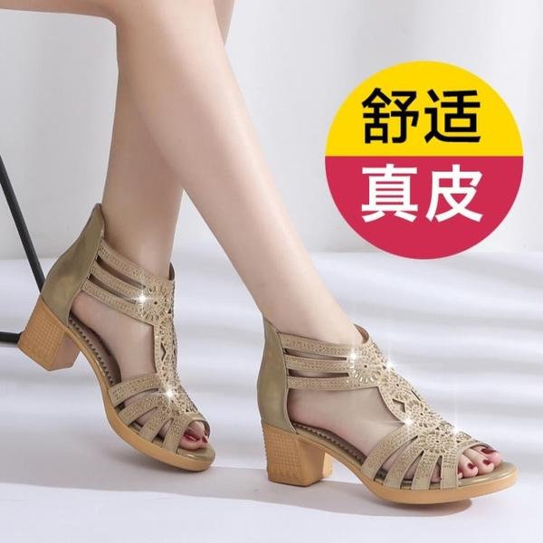低跟鞋 中年女士涼鞋2021新款中跟低跟大碼真皮軟底防滑粗跟媽媽鞋子夏季