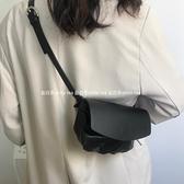新款高級感包包洋氣質感女包ins超火設計師款翻蓋腰包餃子包 育心館