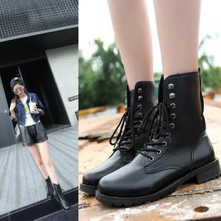 帥氣綁帶中筒機車靴馬丁靴短靴女軍靴情侶靴-黑35-42預購【a521494104589】