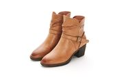 MICHELLE PARK 經典俐落金屬釦飾牛皮拉鍊粗跟短靴-卡其色
