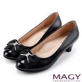 MAGY 氣質首選 典雅蝴蝶結水晶羊皮中跟鞋-黑色