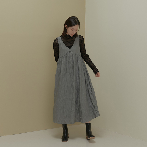Queen Shop【01085740】質感抓皺V領剪接洋裝 兩色售*現+預*