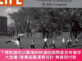 二手書博民逛書店Life罕見: Classic Photographs : A Personal Interpretation-生