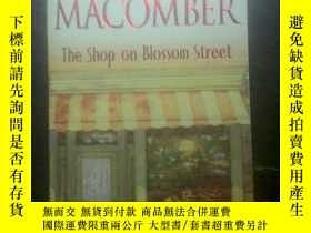 二手書博民逛書店The罕見Shop on Blossom Street【繁花街上