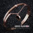 《 QBOX 》FASHION 飾品【W10008260】 精緻韓系吊飾圈鑲鑽玫瑰金316L鈦鋼手鐲/手環