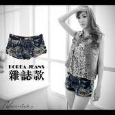 短褲NEW LOVER牛仔時尚【111-5469】-細瘦翹臀雙扣可愛吊飾造型雪花牛仔超短褲S-M