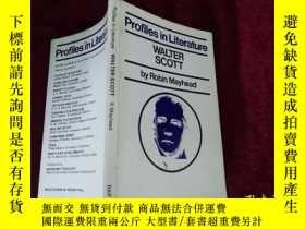 二手書博民逛書店Profiles罕見in Literature WALTER S
