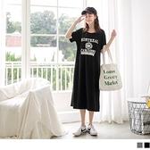 《DA7481》舒適休閒寬版英文印花懶人長洋裝--適 2L~6L OrangeBear