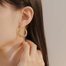 Queen Shop【07030687】不規則線條造型耳針式耳環 兩色售*現+預*
