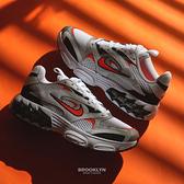 NIKE 休閒鞋 ZOOM AIR FIRE 白黑橘 小STUSSY 老爹鞋 氣墊 男女 (布魯克林) CW3876-105