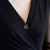 釦子 幸運草防走光扣簡約小胸針女西裝別針固定衣服神器百搭領針配飾品 瑪麗蘇
