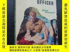 二手書博民逛書店The罕見District Officer (非洲大地上的愛痕情