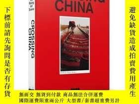 二手書博民逛書店Crossing罕見China: Land of the Ris