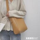 ins超火單肩包女士包包流行新款潮韓版百搭側背包時尚水桶包 米希美衣