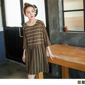 OrangeBear《DA4279》復古格紋橫線印花抓皺造型傘襬寬鬆洋裝.2色--適 XL~5L