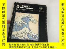 二手書博民逛書店IN罕見THE WAKE OF THE TOURISTY1353