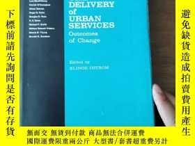 二手書博民逛書店THE罕見DELIVERY of URBAN SERVICES Outcomes of Change 城市 的交付
