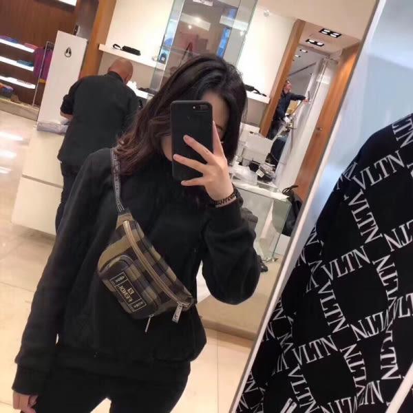 ★57折★ Fendi 7VA466 中性款 帆布FF Logo 條紋棕色 腰包