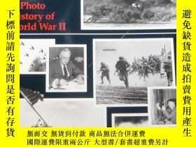 二手書博民逛書店The罕見Day Pearl Harbor Was Bombed