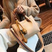 寬肩帶女包新款韓版簡約撞色手提包個性編織單肩斜跨包水桶包 IV2358【極致男人】