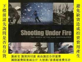 二手書博民逛書店冒着炮火前進:最偉大戰地攝影作品罕見Shooting Under