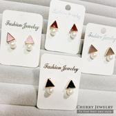 三角形垂墜珍珠造型耳環 10322【櫻桃飾品】【10322】