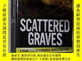 二手書博民逛書店英文原版罕見Scattered Graves by Beverl