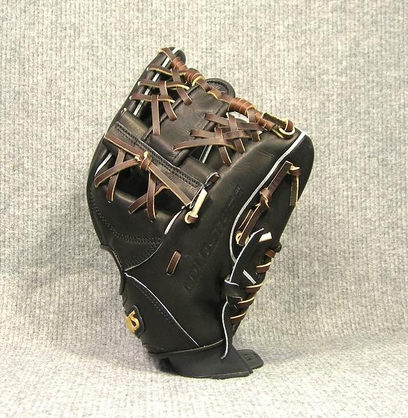「asics」【GOLD STAGE】最高等級硬式棒球手套(內野手,BGH4LK,0928黑×深棕色)附紙箱、手套袋