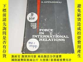 二手書博民逛書店THE罕見USE OF FORCE IN INTERNATION