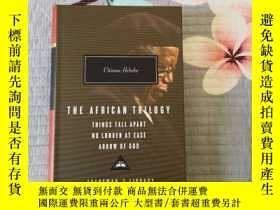 二手書博民逛書店The罕見African Trilogy: Things Fall Apart, No Longer at Eas