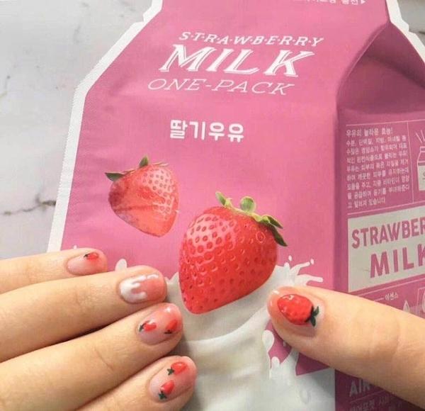 限定款光療感指甲油奶油草莓法式清新少女短版美甲成品假指甲貼片 膠水款套盒配外套皮衣風衣