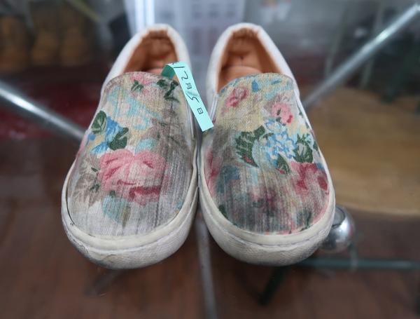 洗鞋一洗鞋劑一洗布鞋一洗adidas鞋一洗nike鞋一洗運動鞋一洗鞋子一洗TOMS鞋
