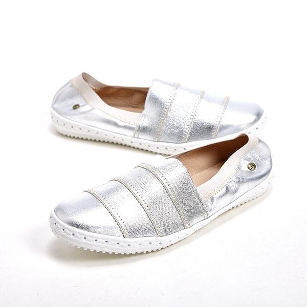 WALKING ZONE 悠閒步伐輕便百搭直套式休閒女鞋-銀(另有黑、紅)