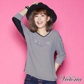 Victoria LOGO貼鑽V領七分袖T-女-白底藍條/黑白細條