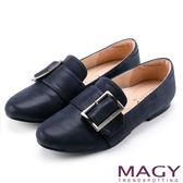MAGY 復古上城女孩 皮帶方釦樂福布料平底鞋-藍色