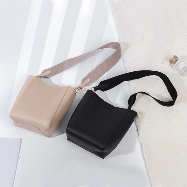 歐美ins超火女包2020新款潮時尚寬帶水桶包手提斜背包子母包大包 小城驛站