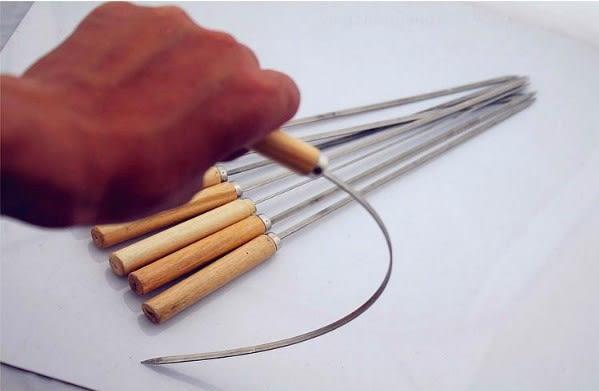 (協貿國際)燒烤專用-木柄燒烤簽羊肉串不銹鋼烤針 30入